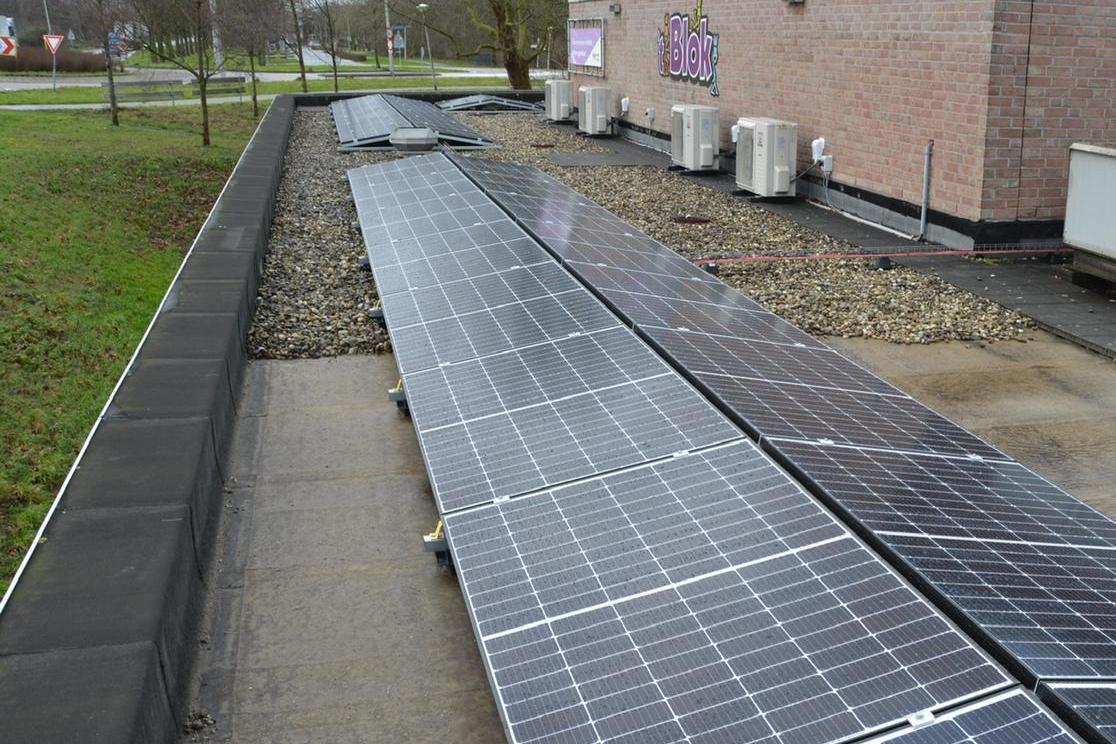 Zonnepanelen op Gemeentewerf Zevenhuizen